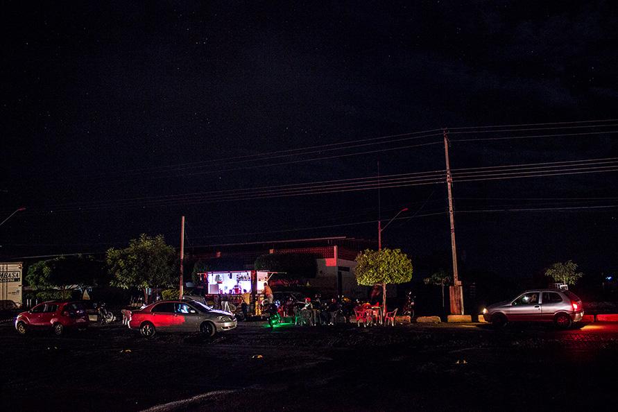Noite de apagão em Paramirim