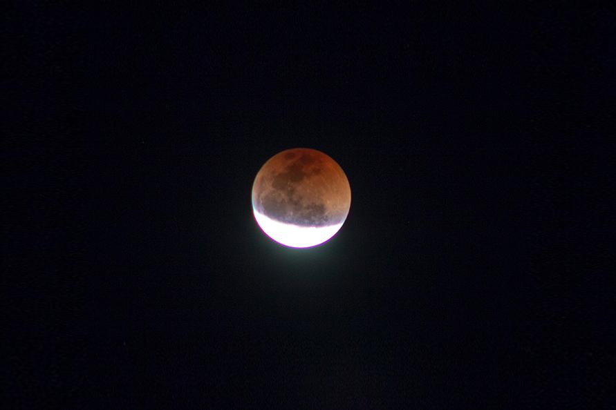 Eclipse Lunar com Lua de Sangue
