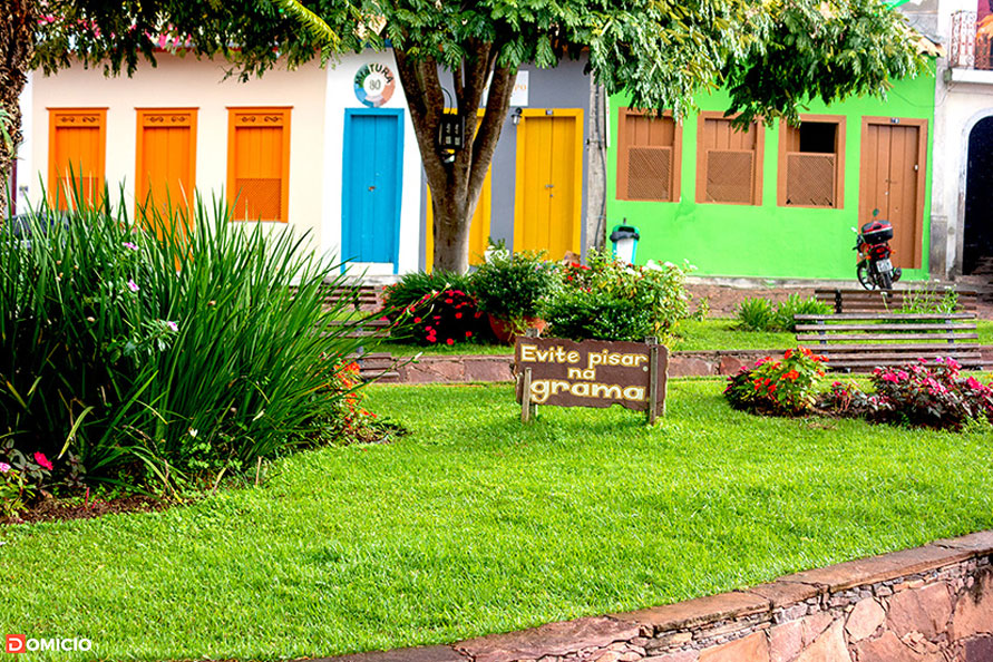Jardim da Praça Coronel Propércio em Mucugê