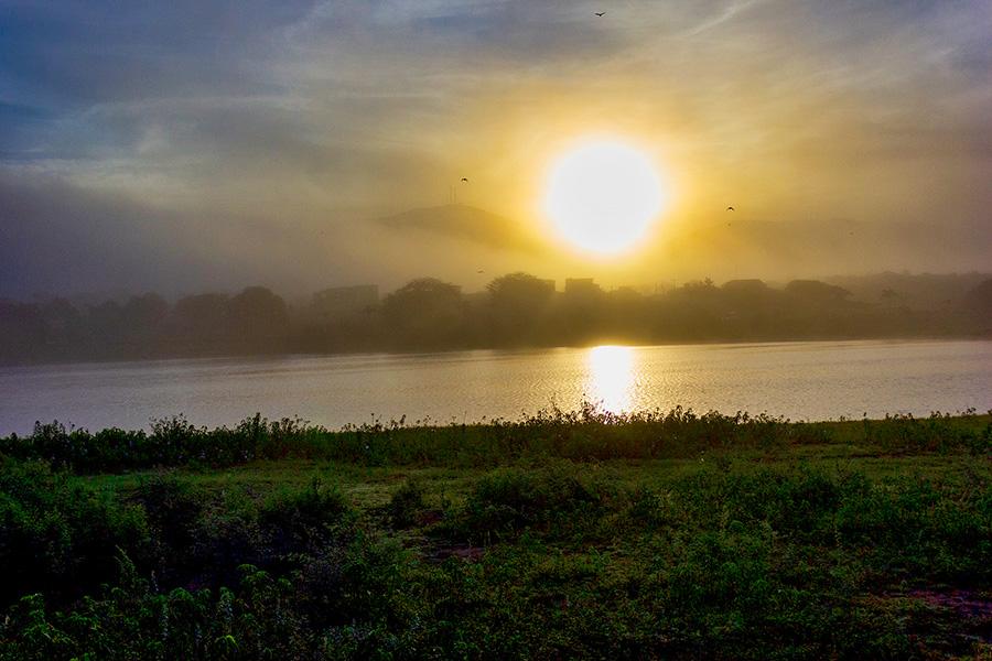 Neblina na Lagoa de Paramirim
