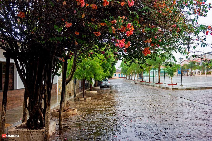 Chuva de primavera na Praça Santo Antônio