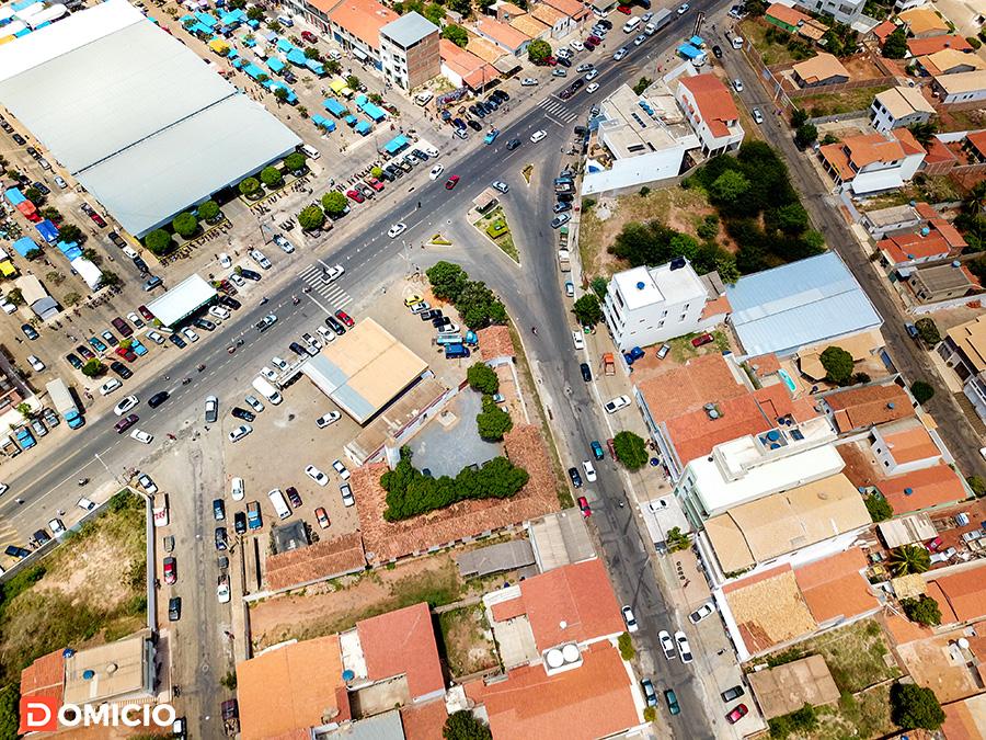 Fotografia aérea da feira livre de Paramirim