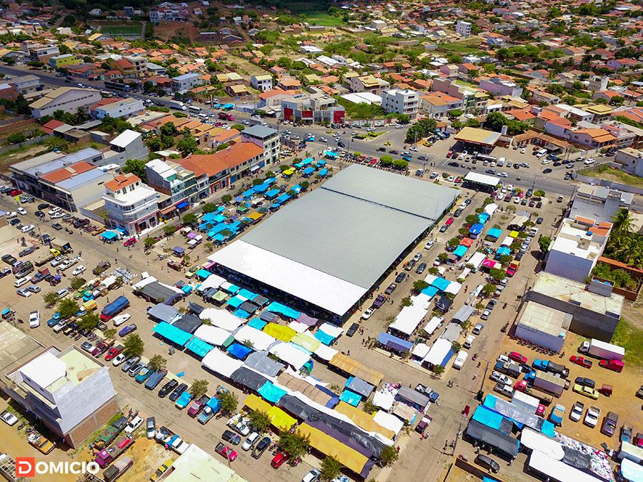 Fotografias aéreas da feira livre de Paramirim