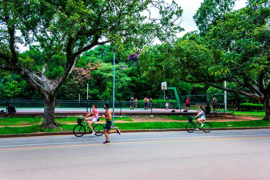 Cooper e ciclismo no Parque Ibirapuera