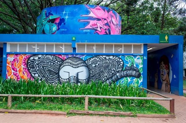 Grafites nos banheiros do Ibirapuera