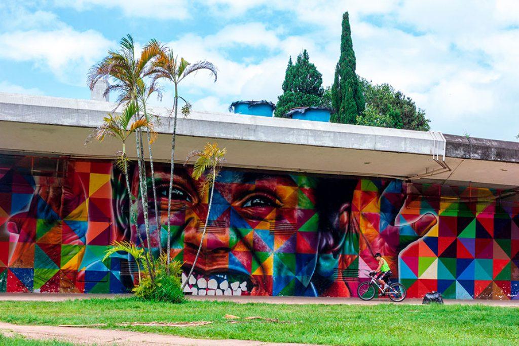 Painel do artista Eduardo Kobra
