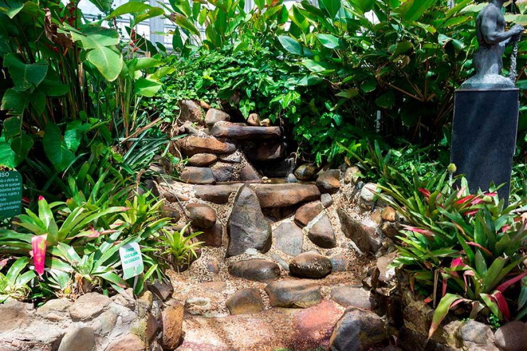 Fonte na estufa do Jardim Botânico